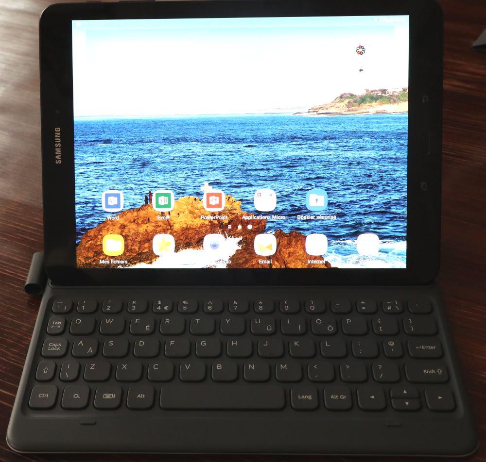 tablette windows avec clavier amovible elegant thomson ordinateur portable tablette en hero. Black Bedroom Furniture Sets. Home Design Ideas